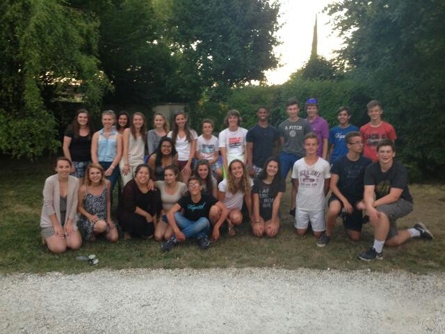 Students+from+Chantilly%2C+VA+and+Chantilly%2C+France+pose+in+a+group+picture