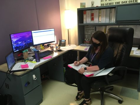School counselor Sarah Snyder reviews students college information.